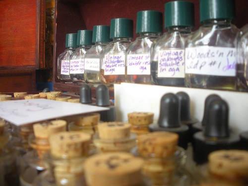 Learn natural perfumery